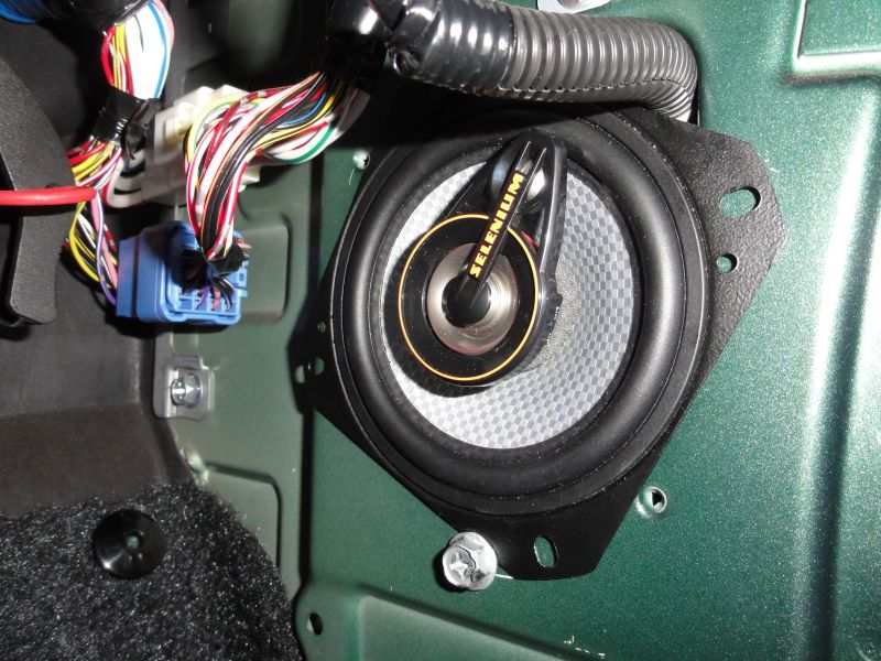 Final installation. On this application I just fixed the speaker from the side without need of drilling a larger diameter hole.