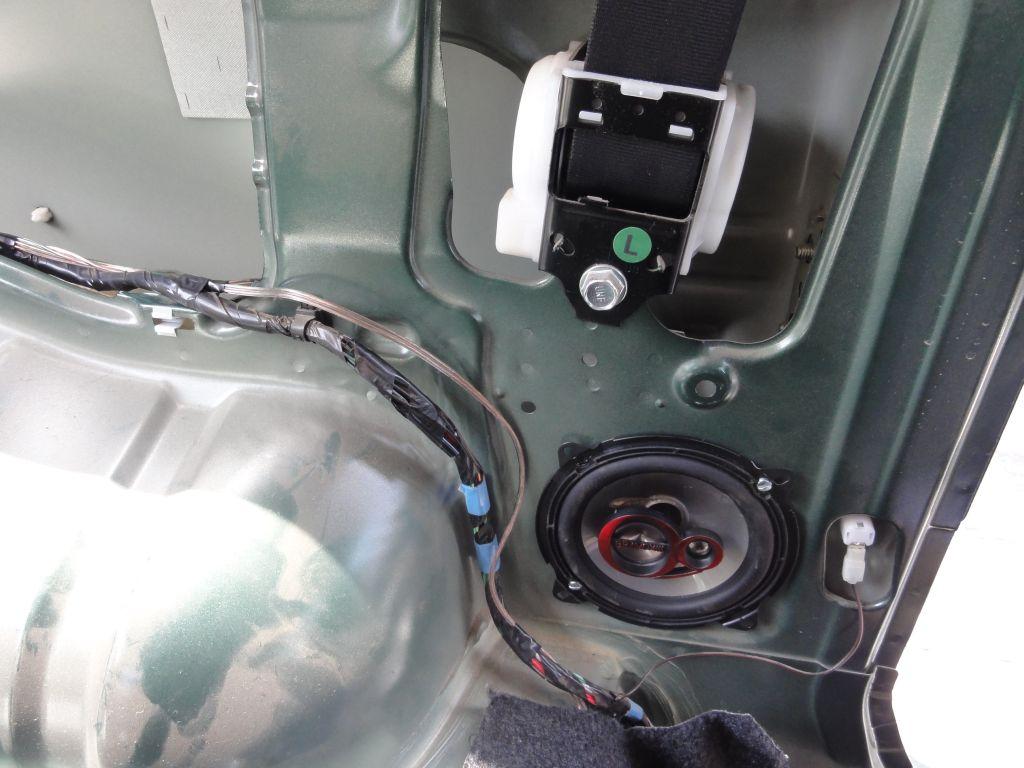 Installation Of The Rear Speakers On The Suzuki Jimny